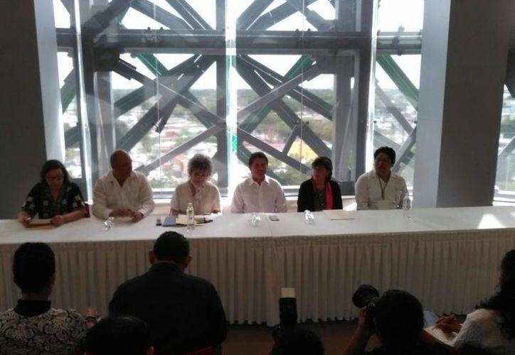 Fotografía del inicio del Primer Simposium sobre la Situación Actual de las Ciudades y Pueblos Históricos en México. (Israel Cárdenas/SIPSE)