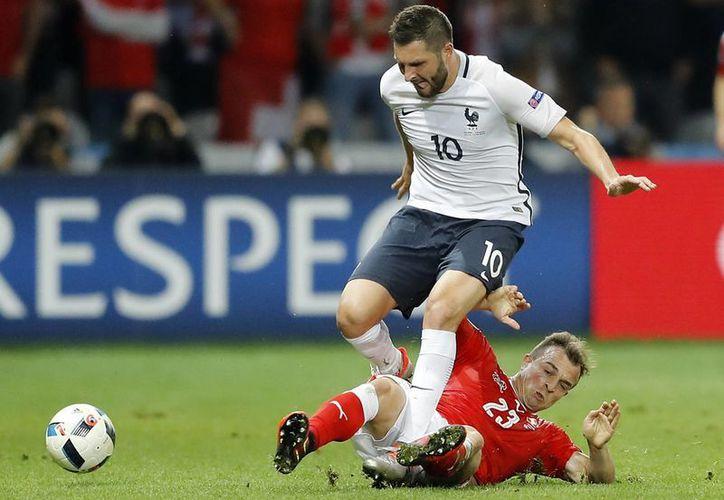 Aficionados elogiaron la actuación del delantero de Tigres UANL, André Gignac quien jugó 20 minutos ante Irlanda, en los octavos de final de la Eurocopa 2016, donde Francia obtuve su pase a la siguiente ronda. (AP)