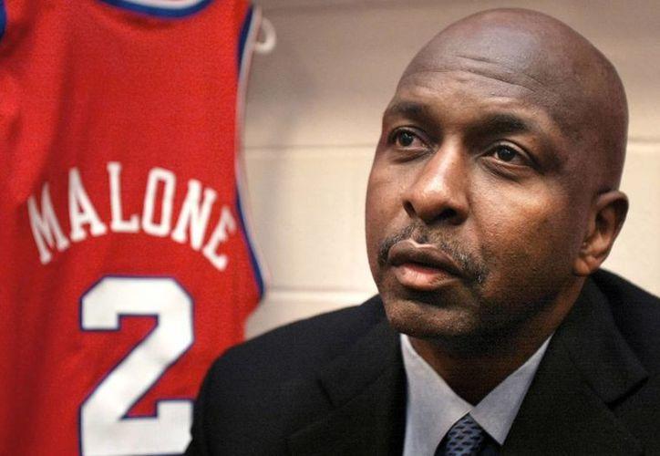 Moses Malone jugó para nueve equipos en sus 20 años de carrera. (princemarketinggroup.com)