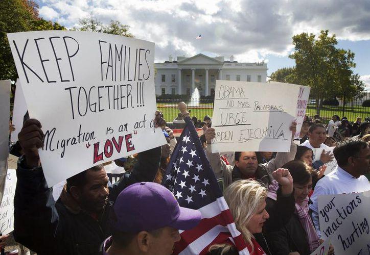 Los inmigrantes residentes en EU piden a Obama medidas de alivio migratorio cuanto antes. (AP)