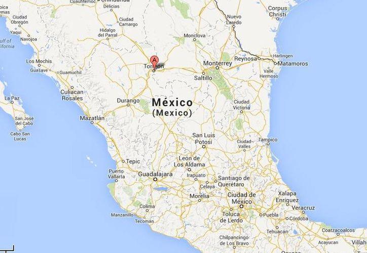 Tras la matanza en Torreón, dos de los cadáveres quedaron a un costado de una grúa y uno junto a un árbol. (Google Maps)