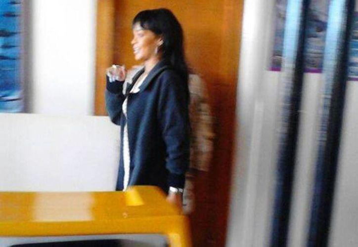 Según testigos Rihanna llegó a las instalaciones del Aeropuerto Militar El Ciprés en Baja California. (Twitter)