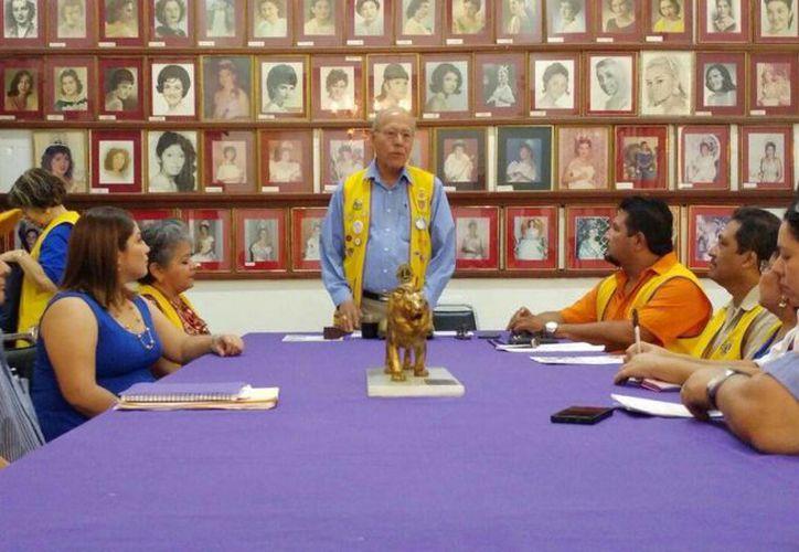 El pasado 5 de febrero la Lotería Nacional emitió una serie conmemorativa del 80 aniversario que incluyó el escudo del Club de Leones. (José Acosta/SIPSE)
