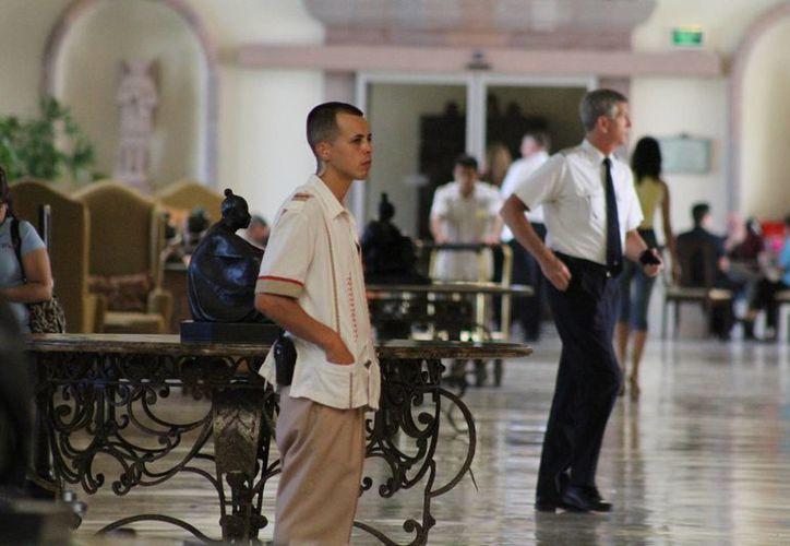 Los jóvenes tienen la oportunidad de ser contratados dentro de las instalaciones del hotel. (Sergio Orozco/SIPSE)