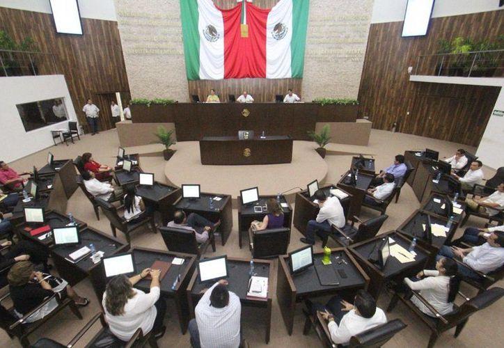 El Congreso del Estado aprobó ayer las iniciativas de reformas a la Constitución Política del Estado de Yucatán en materia de combate a la corrupción y de transparencia. (Milenio Novedades)