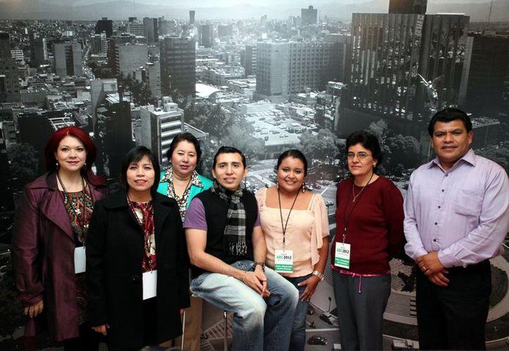 Maestros condecorados con el Premio ABC, que otorga la organización Mexicanos Primero a quienes acreditan resultados con sus alumnos y una certificación periódica. (Agencia Reforma)