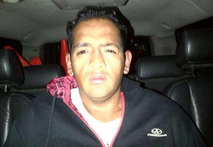 Durante la aprehensión, Jesús Abdiel Vega portaba una granada stun y una pistola. (Milenio)