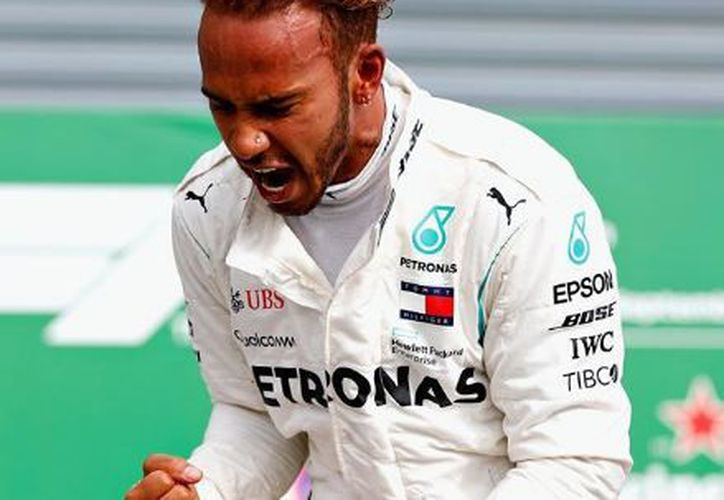 El piloto británico Lewis Hamilton, de Mercedes, arruinó la fiesta a Ferrari. (Instagram)