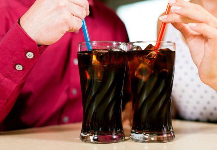 Las bebidas azucaradas promueven el síndrome metabólico. (Contexto)