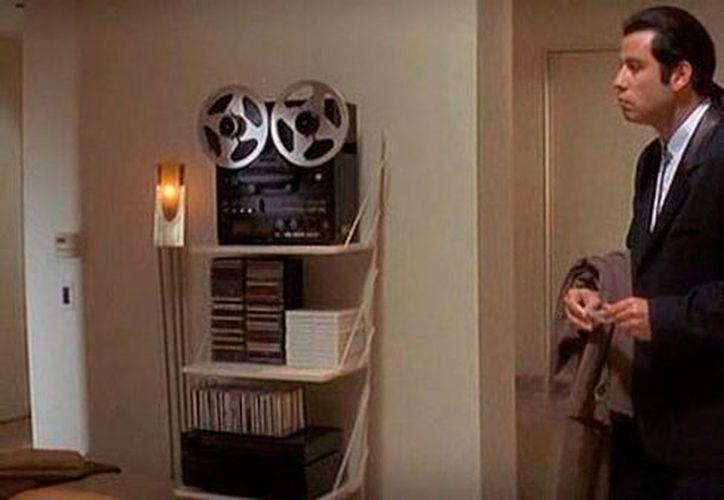 El meme de John Travolta, personificando a Vincent Vega de 'Pulp Fiction' se ha viralizado en internet como 'Confused Travolta'. (vanguardia.com.mx)