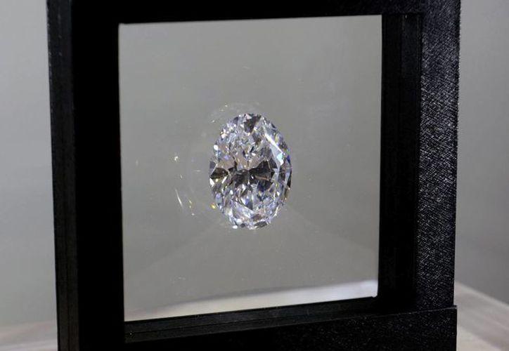 El diamante blanco de 118.28 quilates que será subastado en Hong Kong fue hallado en minas de Sudáfrica. (EFE)