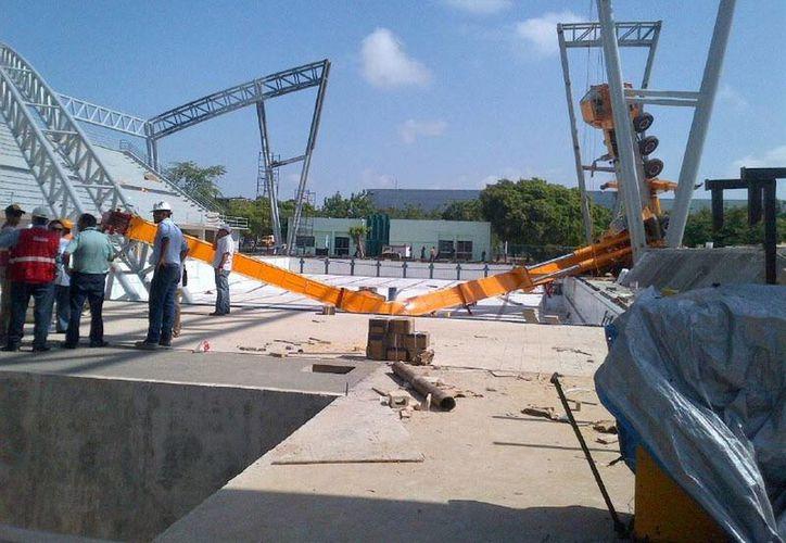 El derrumbe ocurrió en la zona de piscinas de la Unidad Deportiva Kukulcán. (Jorge Sosa/SIPSE)
