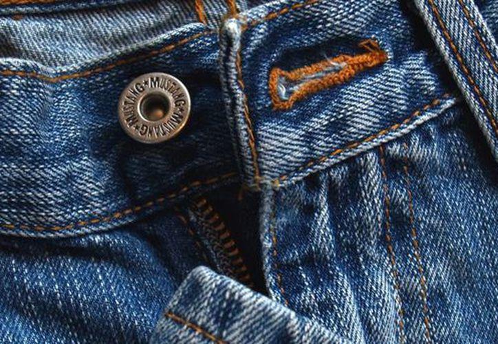 Médicos australianos indicaron que usar pantalones vaqueros muy ajustados podría dañar los nervios y músculos de las piernas. La imagen cumple funciones estrictamente referenciales. (edgecasuals.com)