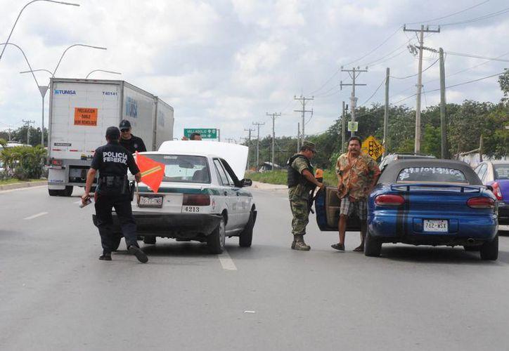 Se realizaron operativos en las salidas de la ciudad de Cancún. (Eric Galindo/SIPSE)