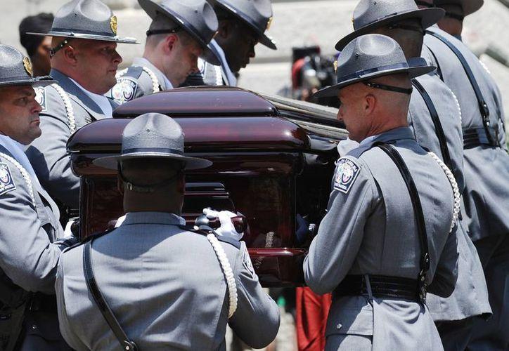 El funeral de Clementa Pinckney se realizará este viernes, mientras que el resto de los fallecidos en el ataque a la iglesia metodista comenzarán el jueves. (AP)