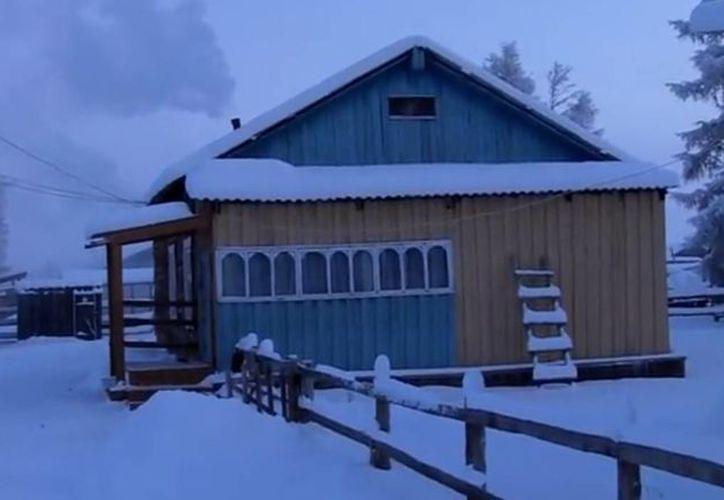 A pesar de que en Oymyakon reinan las bajas temperaturas, los habitantes cuentan con internet inalámbrico y televisión por cable. (Captura de pantalla)