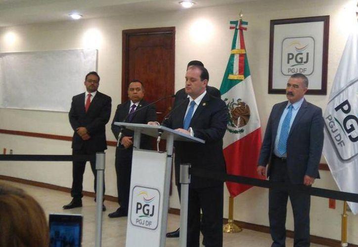 El titular de la PGJDF, Rodolfo Fernando Ríos Garza, informó este lunes sobre la liberación de tres personas que permanecían privadas de su libertad en una casa de seguridad, ubicada en Iztapalapa, Ciudad de México. (Twitter: @PGJDF_CDMX)