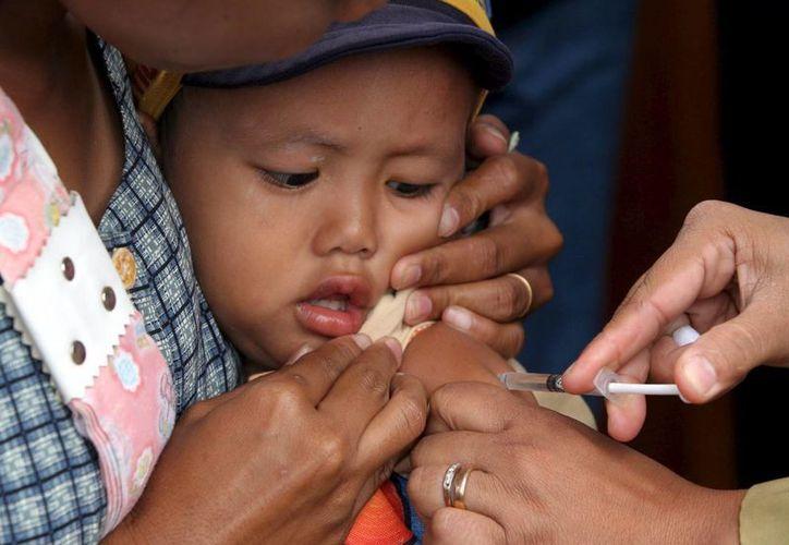 Un niño es inyectado con la vacuna contra el sarampión. La Organización Panamericana de la Salud declaró a América libre de esta enfermedad contagiosa, el martes 27 de septiembre de 2016. (EFE/Archivo)