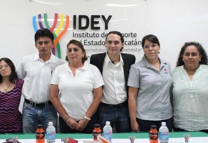 Presentación del programa Verano Deportivo 2014, que se realizará este fin de semana en Progreso. (SIPSE)