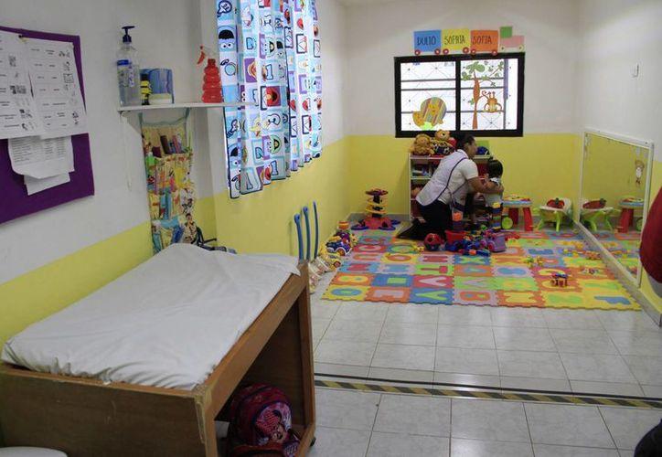 Las educadoras de las estancias infantiles deben estar capacitadas para brindar primeros auxilios en caso de una urgencia. (Jesús Tijerina/SIPSE)