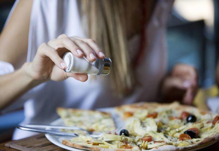 El consumo inmoderado de sal causa hipertensión. (Cortesía/SIPSE)