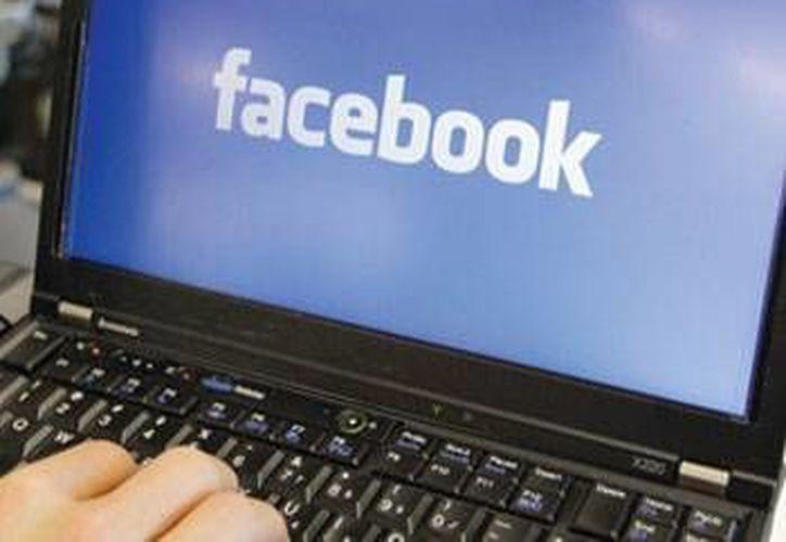 Un estudio revela la tendencia a buscar la información en Facebook que confirma nuestras creencias.(Contexto/Internet)