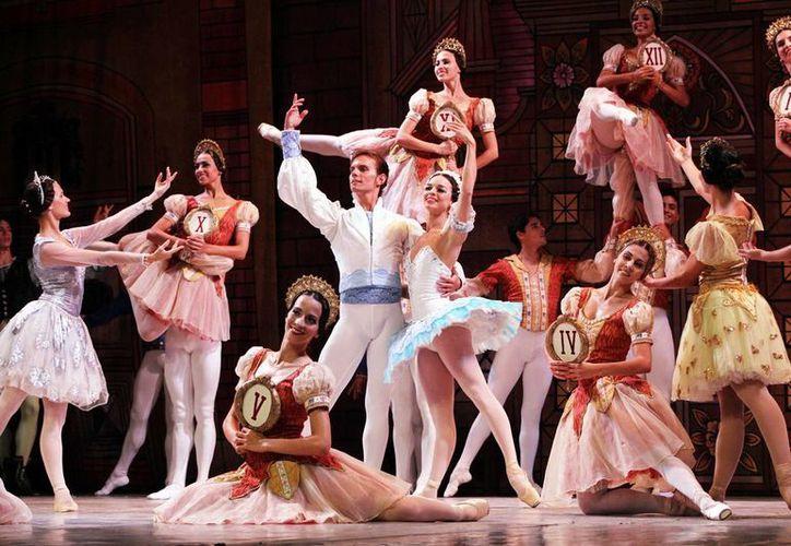 La precisión en la coreografía fue uno de los puntos más destacados en la representación de Coppelia por el Ballet Nacional de Cuba. (Milenio Novedades)