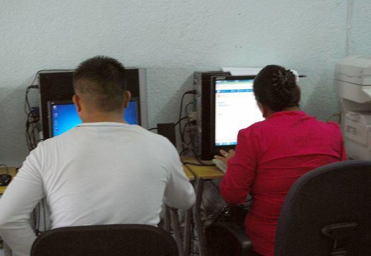 Inegi registra 67 mil 113 hogares con un equipo de computo. (Tomás Álvarez/SIPSE)