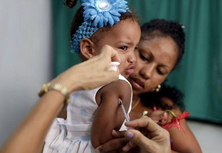Algunos medios informativos atribuyen el éxito del sistema de salud cubano a que es gratuito y accesible para todos. (Agencias)