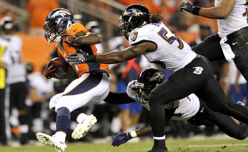En el tercer cuarto, la ofensiva de los Broncos anotó en tres ocasiones sin respuesta de los monarcas. (Foto: Agencias)