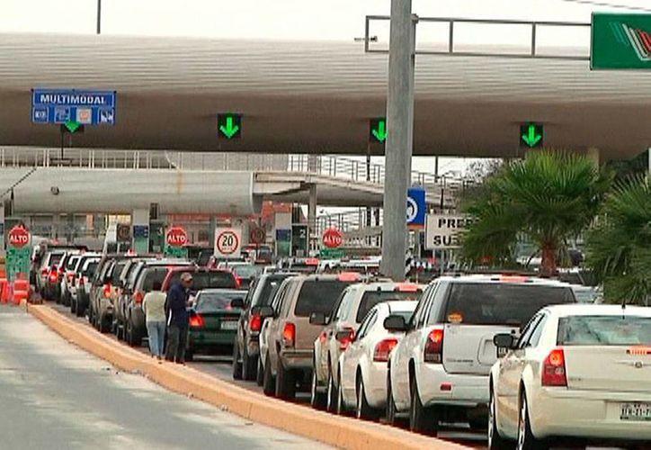Un mexicano intentó pasar más de 6 kilos de cocaína hacia EU a través de uno de los cruces legales (foto); sin embargo, el contrabando fue detectado y el conductor detenido. (reporte43tamps.com)