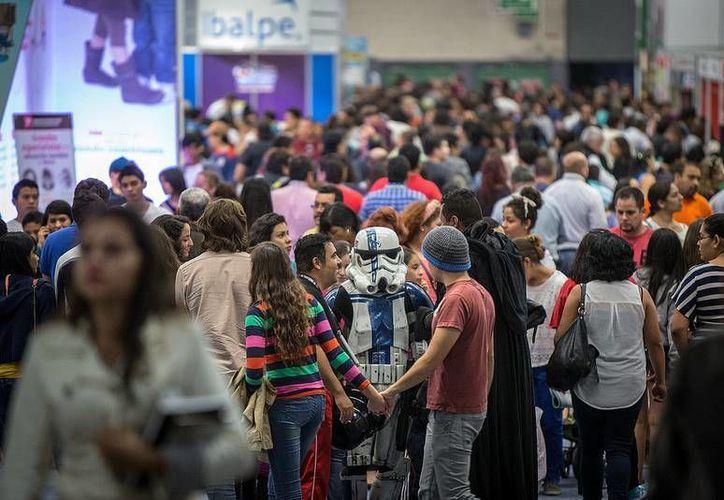 La FIL registró 750 mil 987 asistentes, lo que representa un incremento de casi 7% respecto al 2012, cuando se tuvo una afluencia de 701 mil 854 visitantes. (Facebook/FIL Guadalaja)
