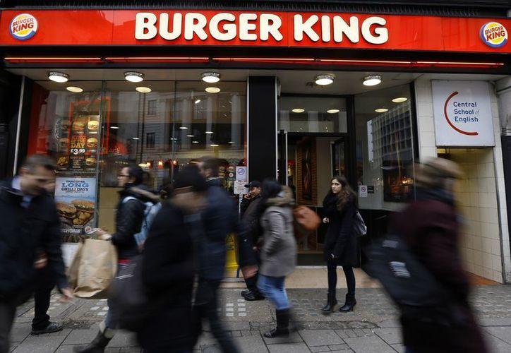 Burger King indicó que algunos de sus productos no estarían disponibles temporalmente. (Agencias)