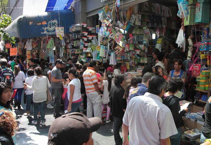 Un 80% de los mexicanos no sabía en qué gastó su dinero la semana anterior, revela el estudio. (Archivo/Notimex)
