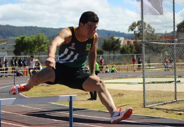 Ricardo Escobar particiárá en la prueba de los 400 metros como uno de los yucatecos destacados que asistirá al evento. (Milenio Novedades)