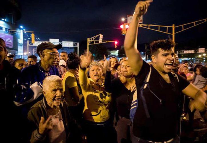 Las protestas se registraron en el oeste de Caracas; elementos antimotines vigilaron las movilizaciones. (Foto: Milenio)