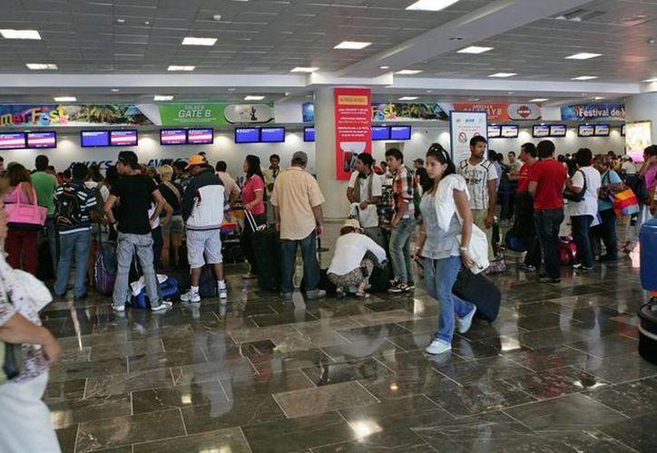El tráfico de pasajeros aumentó 12.9 por ciento en los aeropuertos del país. (Archivo/SIPSE)