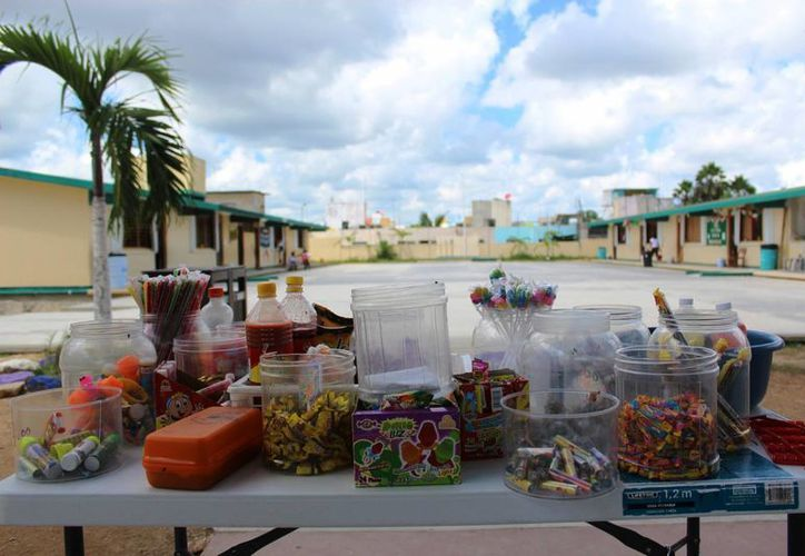 Al interior de dicha escuela primaria se ofrecen productos como dulces, frituras y refrescos.(Octavio Martínez/SIPSE)