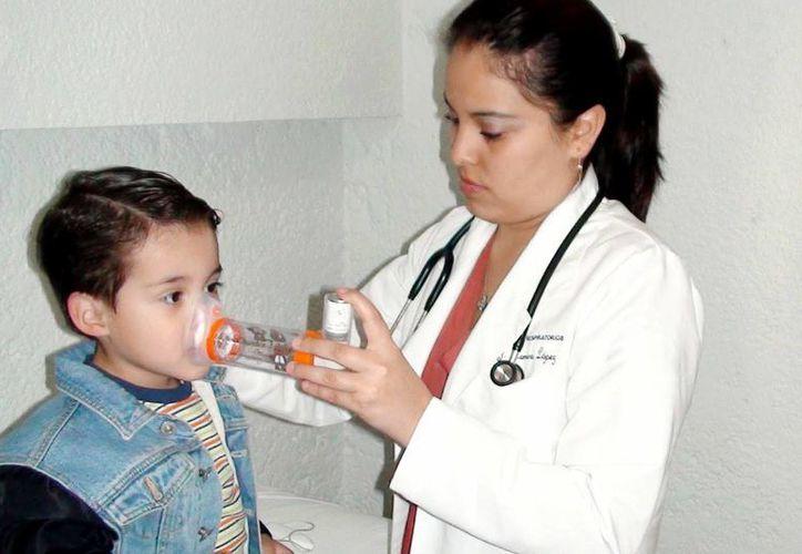 Ocho de cada diez pacientes asmáticos sufren el mal desde su niñez. (SIPSE)