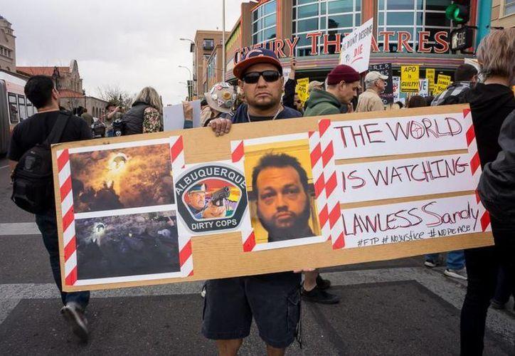 La muerte del paciente mental James Boyd provocó intensas manifestaciones contra la policía de Albuquerque. (jackalopemagazine.com)