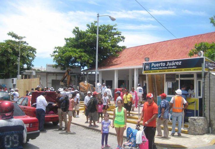 La terminal de Isla Mujeres no lleva siquiera el 50% de avance. (Lanrry Parra/SIPSE)