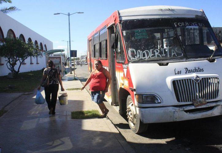 Actualmente, dos concesionarios atienden un total de cuatro rutas en Chetumal. (Harold Alcocer/SIPSE)