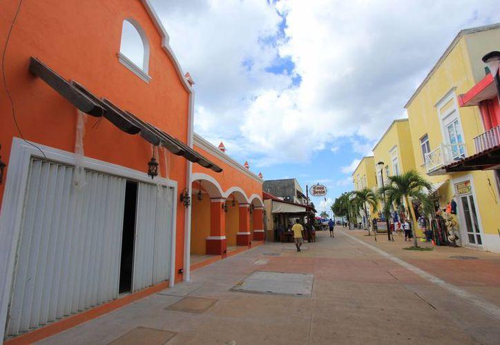 El proyecto busca despejar las calles de Cozumel de los cables de electricidad, cablevisión y teléfono. (Gustavo Villegas/SIPSE)