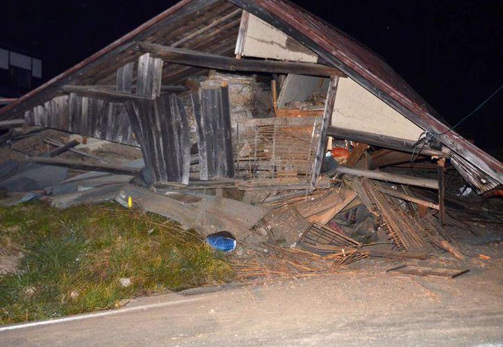 A pesar de la intensidad del temblor registrado en Japón y de las casas derrumbadas, hasta  ahora no hay víctimas mortales ni se ha activado ninguna alerta de tsunami. (Foto: AP)