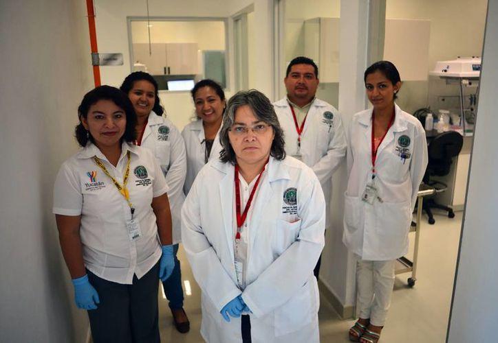 Imagen del equipo de profesionales encargados del Laboratorio de Genética, uno de los mejores del país. (Milenio Novedades)