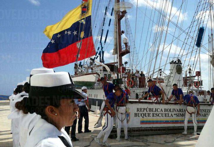 El barco zarpó el pasado primero de abril del puerto de la Guiara. (Foto: Gustavo Villegas)