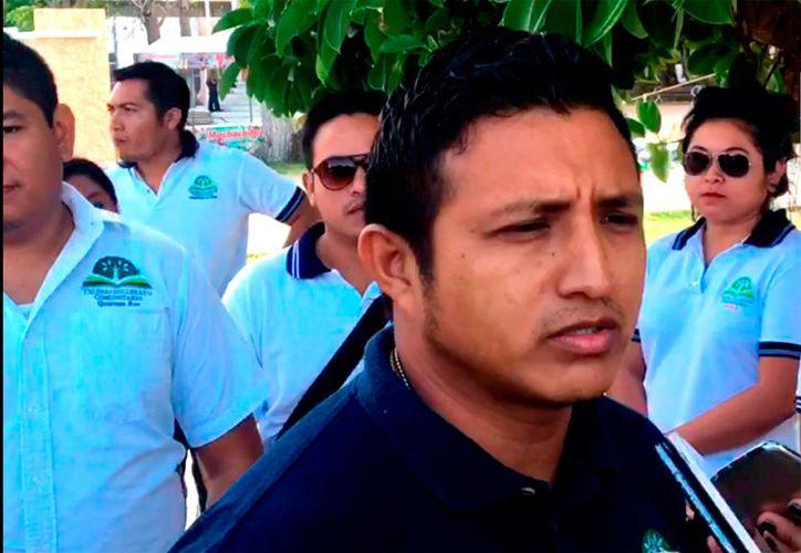 Los profesores rurales se reunieron en el Palacio de Gobierno para entregar el documento.