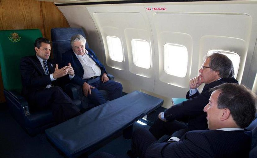 Peña Nieto y Mujica viajaron con el secretario de la SEP y el embajador de Uruguay.  (Foto: www.facebook.com/EnriquePN)