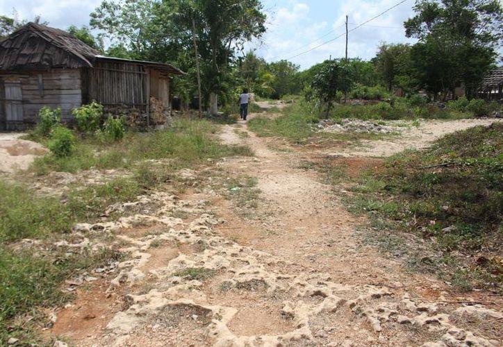Habitantes de Plan de Ayutla no cuentan con agua potable, luz eléctrica, drenaje, alumbrado público y calles pavimentadas. (Benjamín Pat/SIPSE)