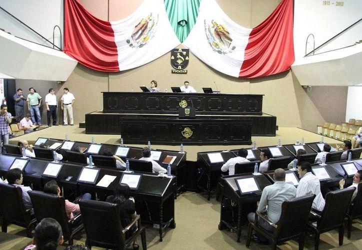 El Congreso de Yucatán se suma las voces que han externado solidaridad con las familias de los normalistas de Ayotzinapa desaparecidos. (SIPSE)
